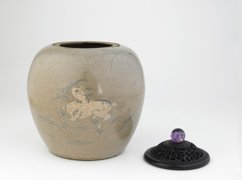 Jar with design of deer holding lingzhi fungus