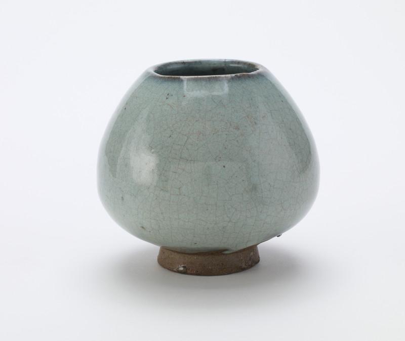 Water pot of lotus-bud form