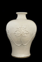 Vase with relief design of peony scroll