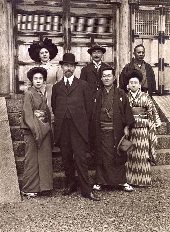 Group photo of Freer with Hara Tomitarō